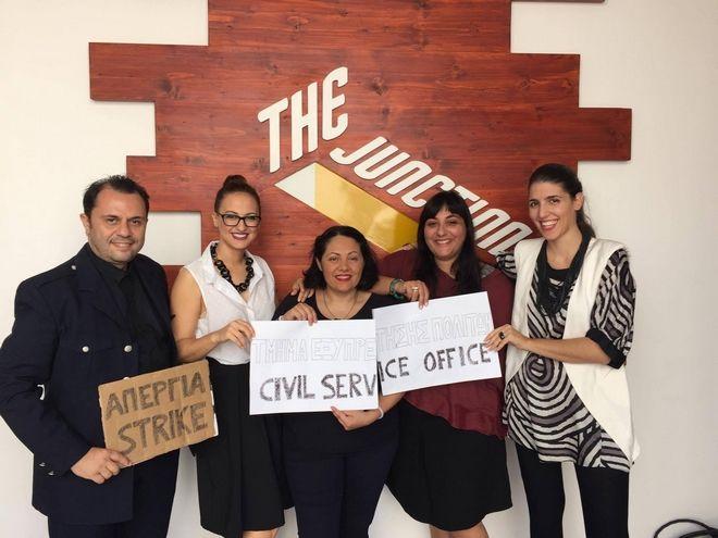 Αυτό είναι βιωματικό θέατρο: Έλληνες κερδίζουν σε διεθνές φεστιβάλ με έργο για το δημόσιο