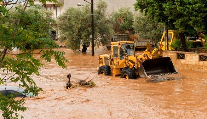Στιγμιότυπο από τις καταστροφικές πλημμύρες στην Εύβοια
