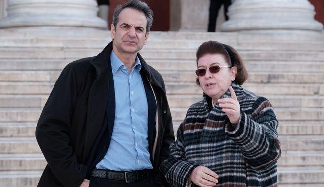 Τι απαντά το Μαξίμου στο ΣΥΡΙΖΑ για Μενδώνη και ΕΡΤ