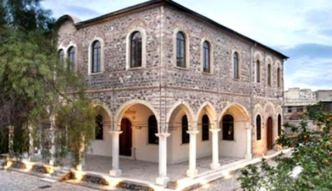 Δάκρυα χαράς για την πρώτη λειτουργία σε εκκλησία της Σμύρνης μετά το 1922