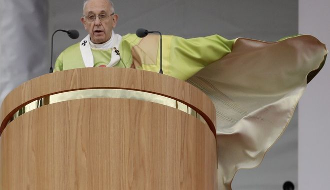 O Πάπας Φραγκίσκος στο Δουβλίνο (AP Photo/Matt Dunham)