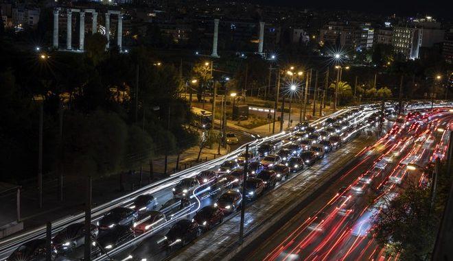 Κυκλοφοριακό χάος στην Αττική λίγες ώρες πριν από το νέο λοκντάουν