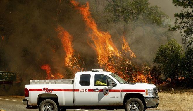 Πλάνο από τις φωτιές στην Καλιφόρνια