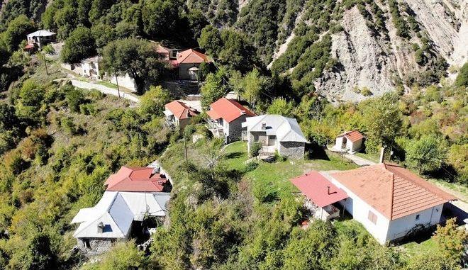 """Το απομονωμένο χωριό της Ευρυτανίας και η """"μάχη"""" του με τον Κρικελοπόταμο"""