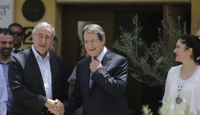 Ο Πρόεδρος της Κύπρου και ο τουρκοκύπριος ηγέτης σε παλαιότερη συνάντησή τους
