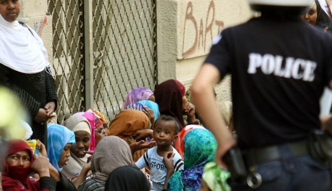 Επιχείρηση της Αστυνομίας στην οδό Βερανζέρου για την εκκένωση κτηρίου που χρησιμοποιούσαν για κατάλημα Σομαλοί μετανάστες,Πέμπτη 30 Ιουλίου 2009 (EUROKINISSI/ΤΑΤΙΑΝΑ ΜΠΟΛΑΡΗ)