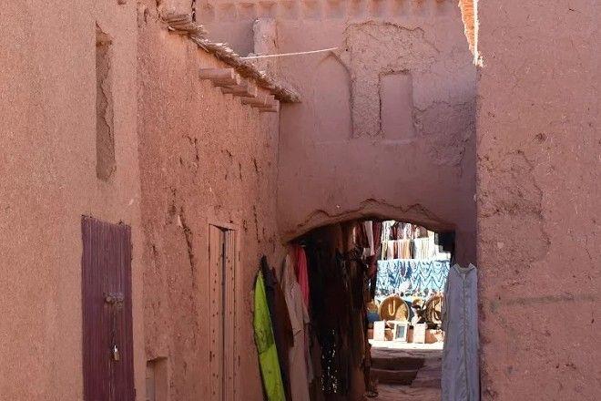 Στο Μαρακές καρότσες με γαϊδούρια και πολυτελή αυτοκίνητα περιμένουν στο ίδιο φανάρι