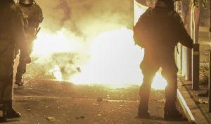 Επιθέσεις με βόμβες μολότοφ σε Τοσίτσα και Χαριλάου Τρικούπη - Μία σύλληψη