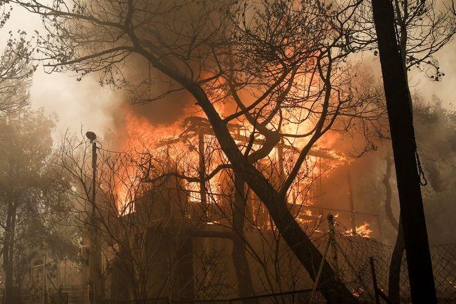Επτά σπίτια τυλίχθηκαν στις φλόγες