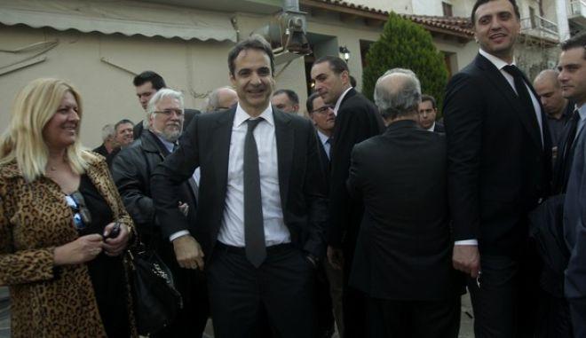 Κηδεία του βουλευτή της Νέας Δημοκρατίας και πρώην υπουργού Ευάγγελου Μπασιάκου από τον Ι.Ν. Αγίου Γεωργίου στην Θήβα (EUROKINISSI/ΧΡΗΣΤΟΣ ΜΠΟΝΗΣ