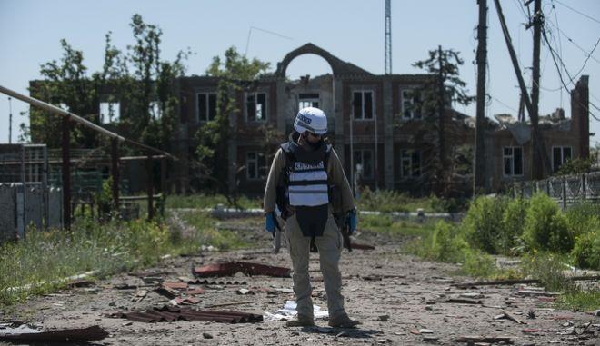 Νεκρός από νάρκη Αμερικανός παρατηρητής του ΟΑΣΕ στην ανατολική Ουκρανία