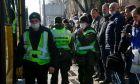 Κορονοϊός-Ουκρανία: Δήμαρχος σκάβει τάφους για να πείσει τους κατοίκους