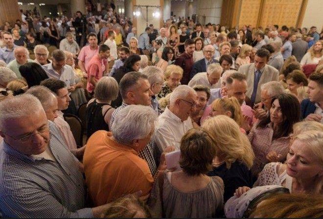 Στιγμιότυπο από την κεντρική προεκλογική ομιλία του Νικήτα Κακλαμάνη στην Αθήνα