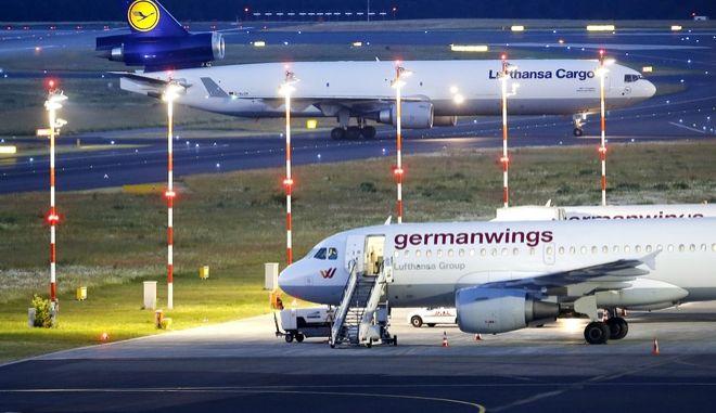 Σε πρώτο πλάνο αεροσκάφος της Germanwings στο αεροδρόμιο του Ντίσελντορφ