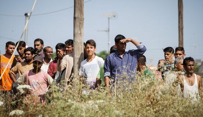 Καταστροφική πυρκαγιά σε καταυλισμό 600 εργατών γης από το Μπαγκλαντές στη Μανωλάδα Ηλείας
