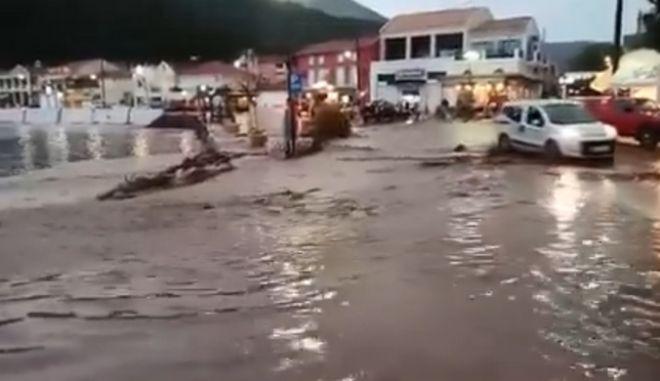 Στο έλεος της κακοκαιρίας Κεφαλονιά, Τρίκαλα, Γιάννενα: Έντονα προβλήματα από τις βροχοπτώσεις