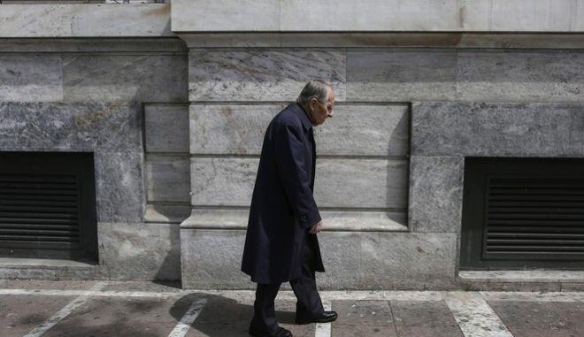 Συνταξιούχοι και επαγγελματίες μπροστά στο μνημονιακό βουνό