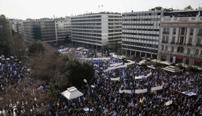 Γενικη εικόνα από το συλλαλητήριο στην πλατεία Συντάγματος για την Μακεδονία, Κυριακή 4/2/2018. (EUROKINISSI/ΣΤΕΛΙΟΣ ΜΙΣΙΝΑΣ)