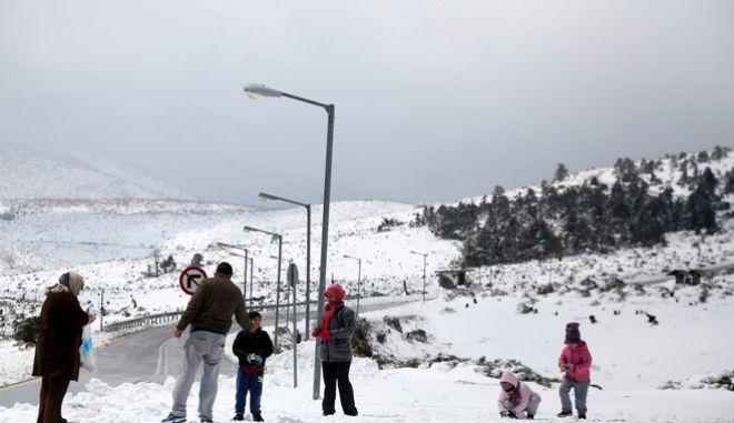 Χιονόπτωση στην Πάρνηθα την Μεγ. Πέμπτη 9 Απριλίου 2015. (EUROKINISSI/ΓΕΩΡΓΙΑ ΠΑΝΑΓΟΠΟΥΛΟΥ)