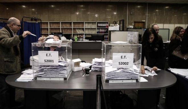 Extension of the ballot closing time for the elections for New Democracy Party leader, in Athens, on Dec. 20, 2015 /                 ,  ,  20 , 2015