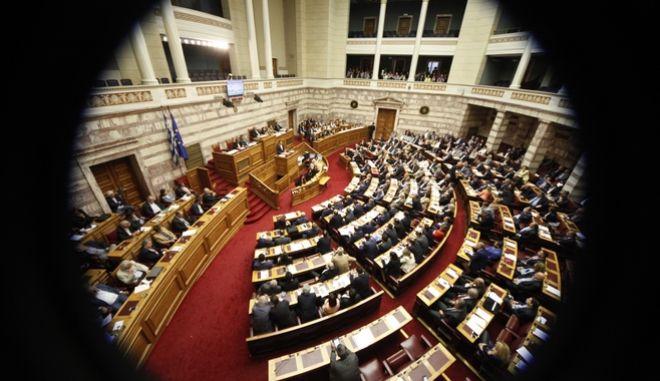 Crash test για τα κόμματα το νομοσχέδιο για την αναδοχή