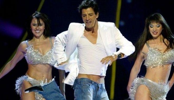 Ο Σάκης Ρουβάς στην Eurovision του 2004