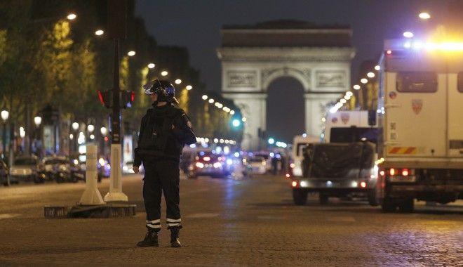 Τρόμος στο Παρίσι: Γάλλος υπήκοος ο δράστης. Βίντεο ντοκουμέντο από την επίθεση