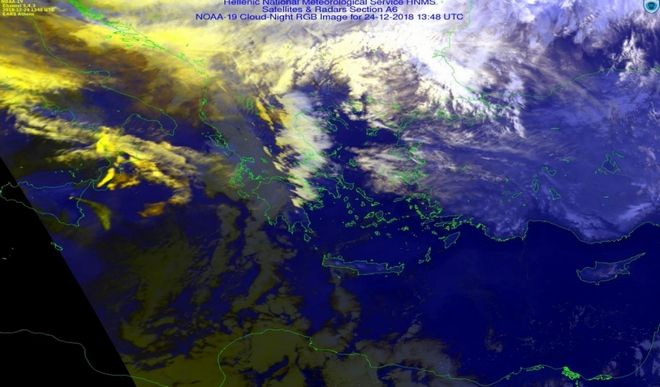 Λήψη εικόνας από το δοφφορικό σταθμό Αθηνών γκι την 24η Δεκεμβρίου 2018 και ώρα Ελλάδος 15.48. από τον μετεωρολογικό δορυφόρο πολικής τροχιάς ΝΟΑΑ -19. Το πλούμιο διακρίνεται με κπρινωπά  χρώματα στο εξειδικευμένο προϊόν που εχει αναπτίιξα η ΕΜΥ γκι την παφκαλσύθηοη των νεφών.