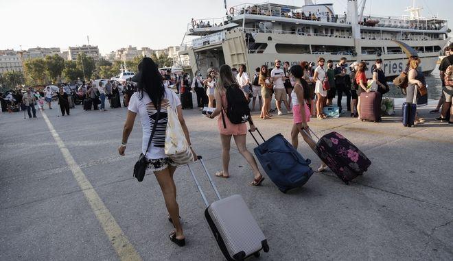 Αυξημένη η κίνηση στο λιμάνι του Πειραιά,καθώς ξεκίνησε η έξοδος των αδειούχων, το Σάββατο 1 Αυγούστου 2020.