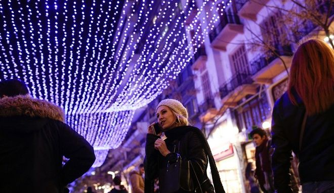 Illumination of Agias Sophia pedestrian street, Thessaloniki, Greece on November 30, 2017. /      , , 30  2017.