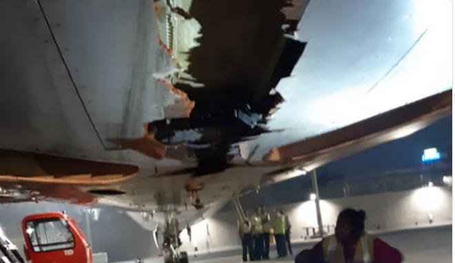 Αεροπλάνο έπεσε σε τοίχο αεροδρομίου και συνέχισε την πτήση του