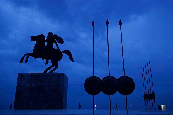 Το άγαλμα του Αλεξάνδρου του Μέγα στο λιμάνι της Θεσσαλονίκης