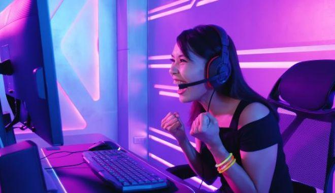 Κοπέλα gamer (φωτογραφία αρχείου)