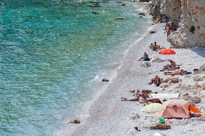Γυμνιστές στην Παραλία Χαλκιάδα στο Αγκίστρι