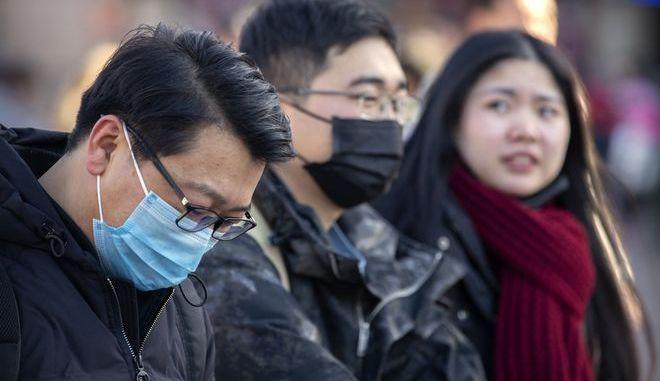 Κινέζοι με μάσκα προστασίας