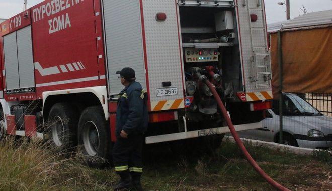 ΝΑΥΠΛΙΟ- Κάηκε ολοσχερώς μονοκατοικία στη Νέα Τίρυνθα .Σύμφωνα με πληροφορίες η πυρκαγιά προήλθε από αναμμένο καντήλι γύρω στις 15:10 σήμερα Παρασκευή 11 Δεκεμβρίου . Στο σπίτι έμενε μια γυναίκα η οποία δεν κινδύνεψε, δυστυχώς όμως η παλιά κατοικία καταστράφηκε . Προανάκριση για τα αίτια διενεργεί το ανακριτικό τμήμα της Π.Υ. Ναυπλίου.(EUROKINISSI-ΒΑΣΙΛΗΣ ΠΑΠΑΔΟΠΟΥΛΟΣ)
