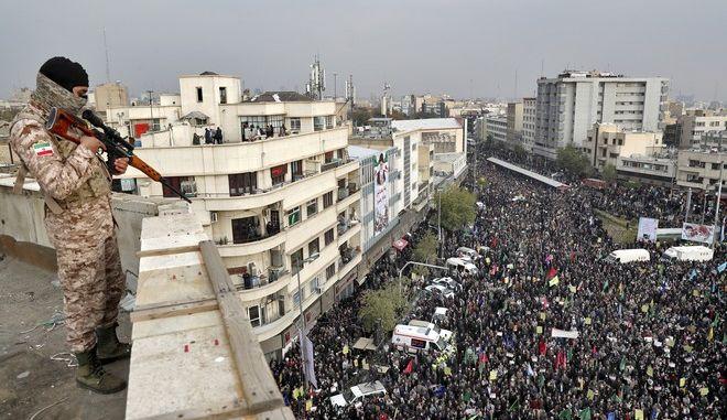 Εικόνα από διαδήλωση στο Ιράν