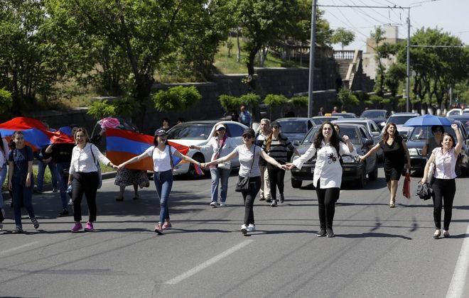 Βαθαίνει η κρίση στο Γερεβάν