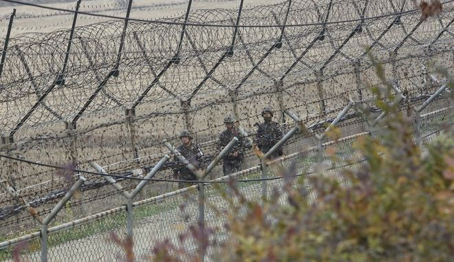 Νοτιοκορεάτες στρατιώτες περιπολούν στα σύνορα με τη Βόρεια Κορέα - Φωτογραφία αρχείου