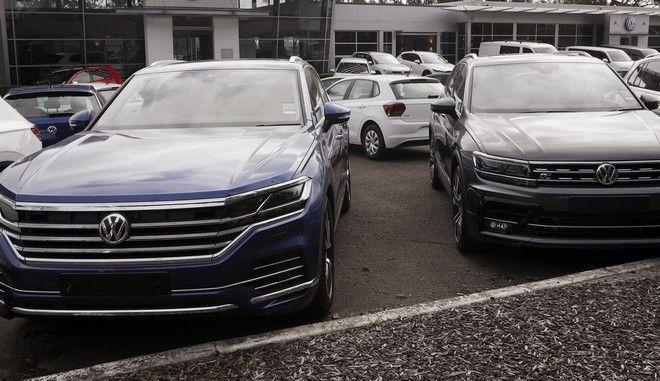 Αυτοκίνητα Volkswagen σε κατάστημα πώλησης ΙΧ