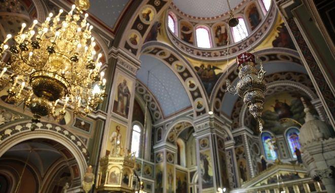 Στιγμιοτυπο απο το προσκυνημα της εικονας της Παναγιας Σουμελα στον ιερο ναο Κωνσταντινου και Ελένης στον Πειραια,Δευτερα 15 Μαιου 2017,(EUROKINISSI/ΣΤΕΛΙΟΣ ΜΙΣΙΝΑΣ)