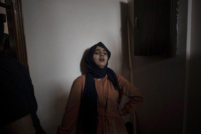 Η αδερφή του 11χρονου Χουσέιν που σκοτώθηκε τη Δευτέρα κατά τη διάρκεια ισραηλινής αεροπορικής επίθεσης.