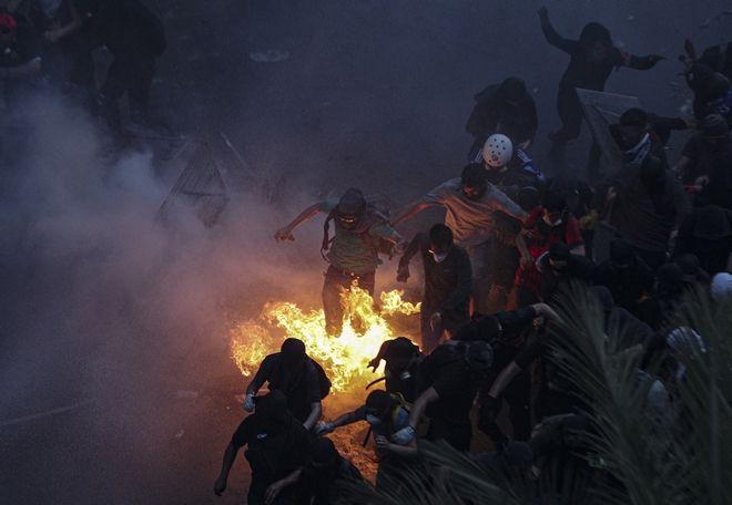 Η Χιλή ξύπνησε Ένας μήνας εξέγερσης στη χώρα - Τι έχει αλλάξει
