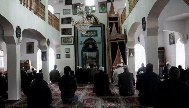 Προσευχή μουσουλμάνων σε τζαμί στην Ελλάδα (Αρχείο)