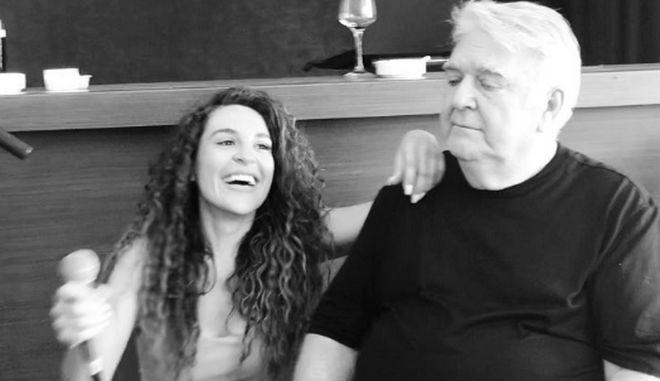 Πασχάλης Τερζής: Η σπάνια επανεμφάνιση και το τραγούδι με την κόρη του