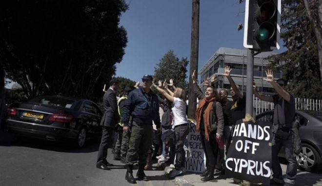 Η Κύπρος σε κρίση: Αλήθειες, ψέματα και η πιθανή λύση