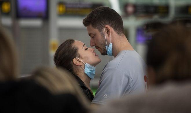Φιλί στην εποχή του κορονοϊού