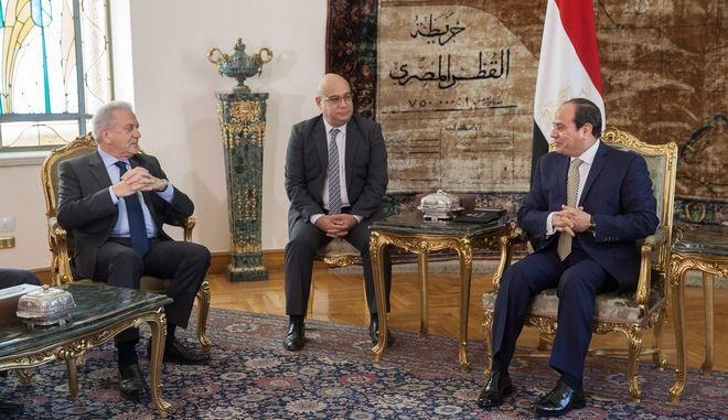 Συνάντηση Αβραμόπουλου με τον πρόεδρο της Αιγύπτου