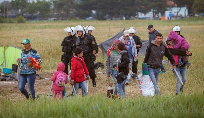 Επιχείρηση εκκένωσηες του προσφυγικού καταυλισμού στην Ειδομένη την Τρίτη 24 Μαΐου 2016.  (EUROKINISSI/POOL ΑΠΕ/ΝΙΚΟΣ ΑΡΒΑΝΙΤΙΔΗΣ)
