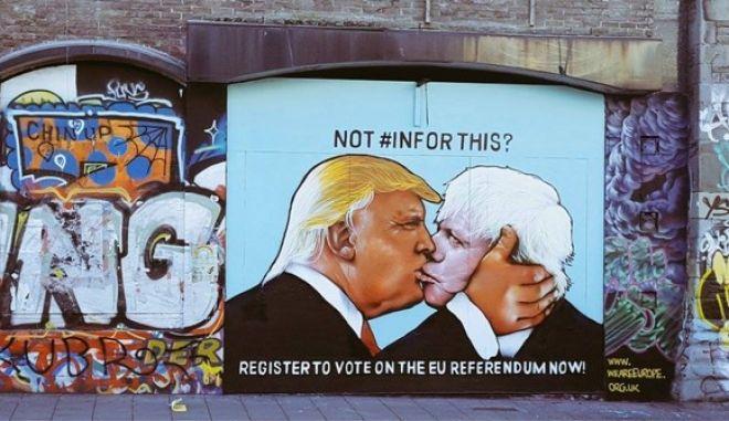 Ένα φιλί μεταξύ του Ντόναλντ Τραμπ και του Μπόρις Τζόνσον προειδοποιεί... κατά του Brexit
